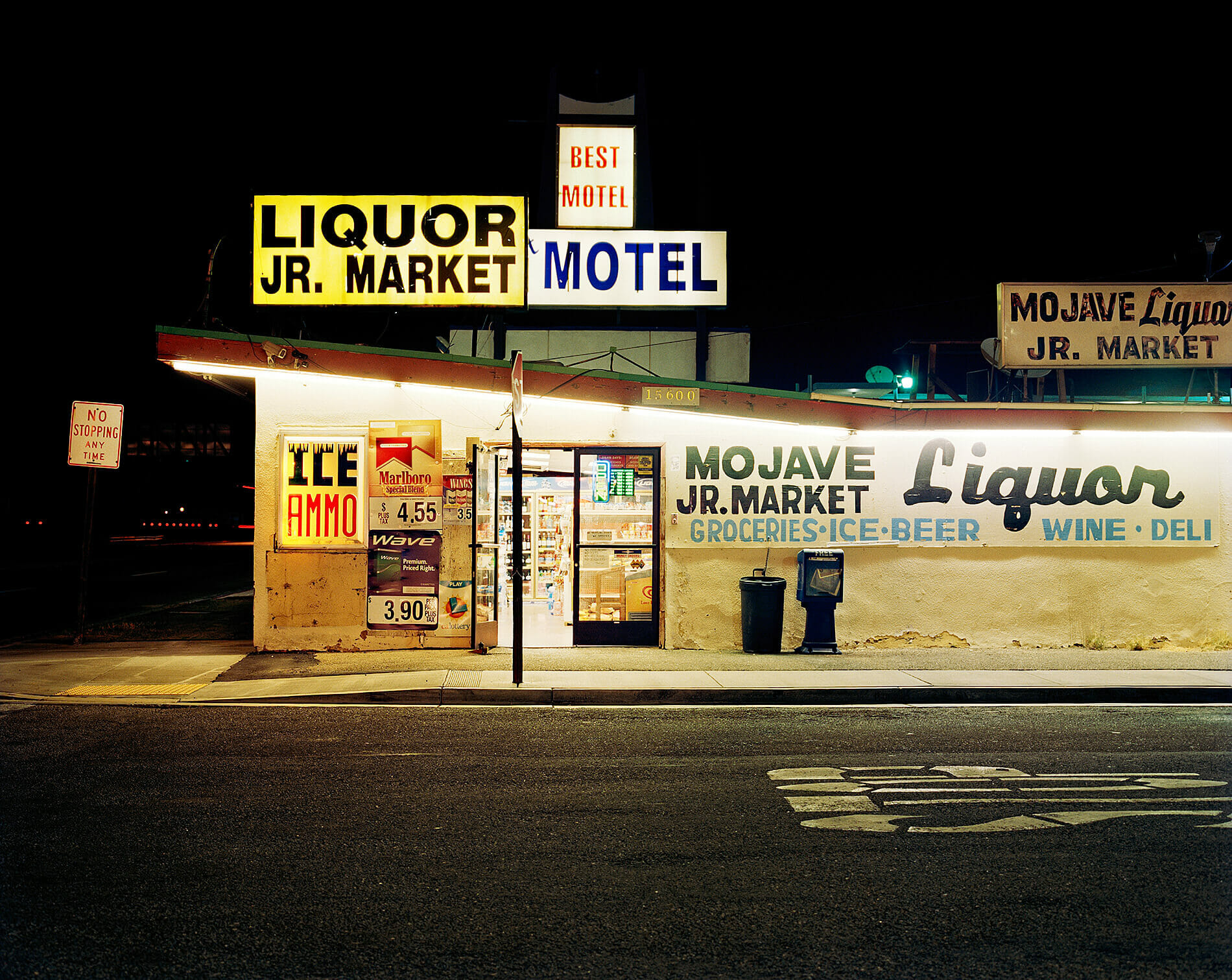 Mojave liquor store at night